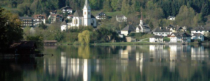Ossiacher See: warm meer in bergachtig decor