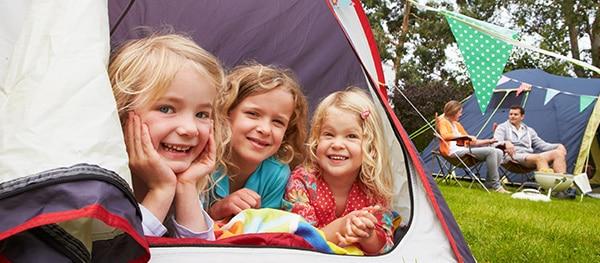 Camper avec des enfants en bas âge
