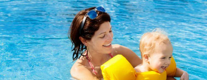 Pret in het peuterbad – tips voor babyzwemmen