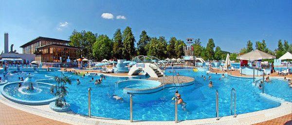 Het zwemcomplex op Ljubljana Resort