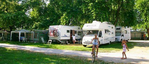 Een van de kampeerplaatsen op Camping Terme Ptuj