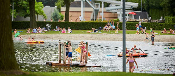 Recreational Park De Leistert boasts an outdoor pool, subtropical indoor pool and a play pond