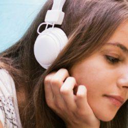 Muziek luisteren op de camping