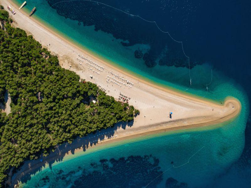 Luchtfoto van strand Zlatni Rat