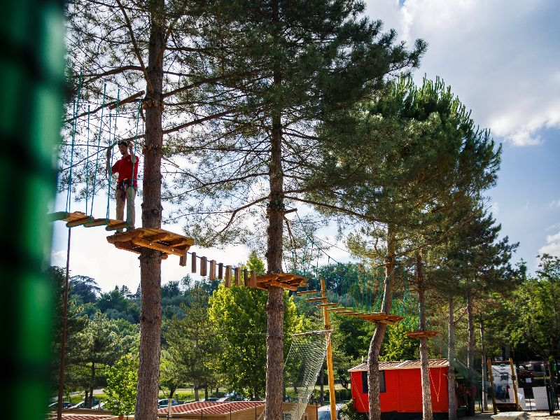 Boom-klimparcours camping Village Norcenni Girasole.