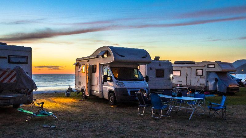 Campers aan zee