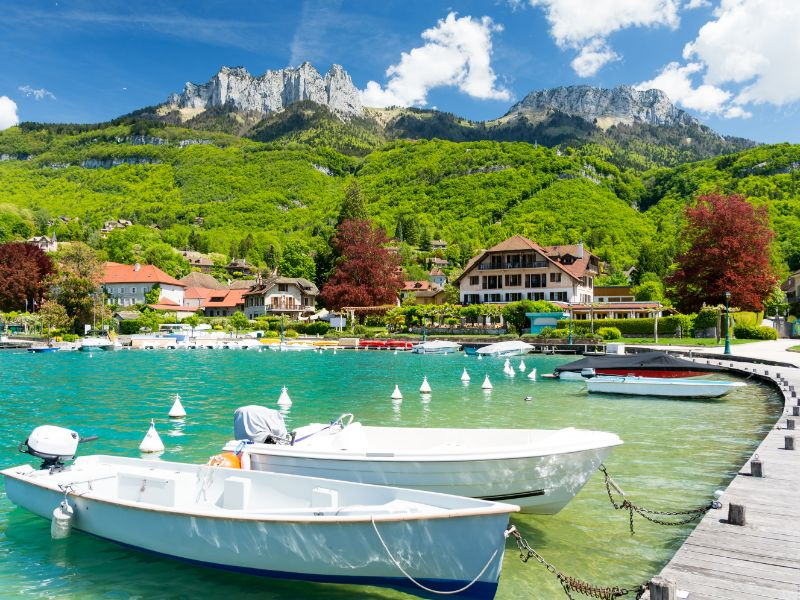 At Lake Annecy, you will find many beautiful beaches, bays and little harbours like here in Talloires.